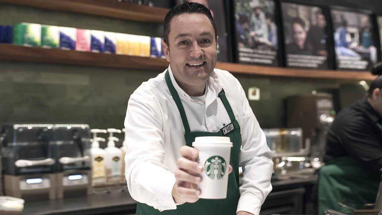 """""""Mi objetivo es tener el mejor Starbucks 1,000 veces"""": Christian Gurría"""