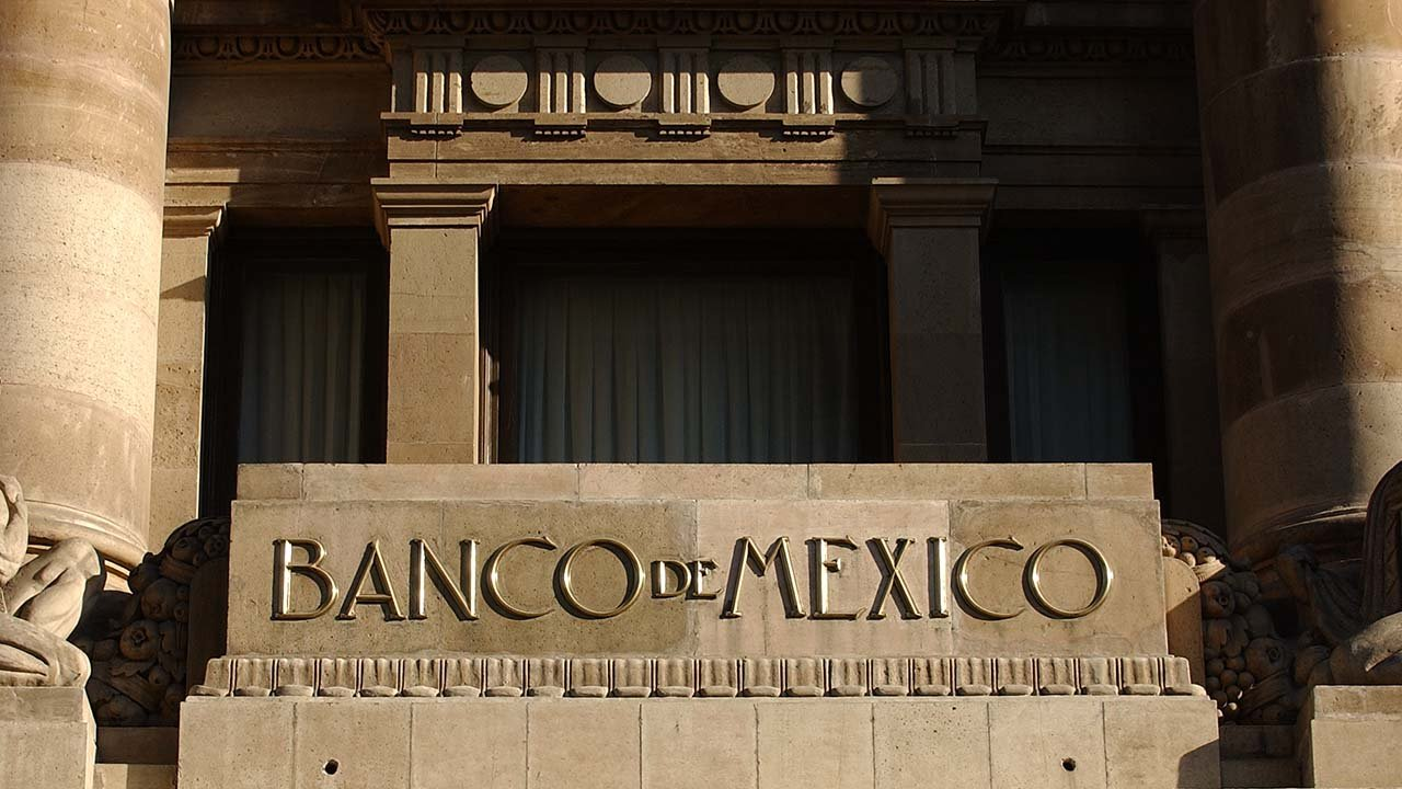 Carrera presidencial complica sucesión en Banxico