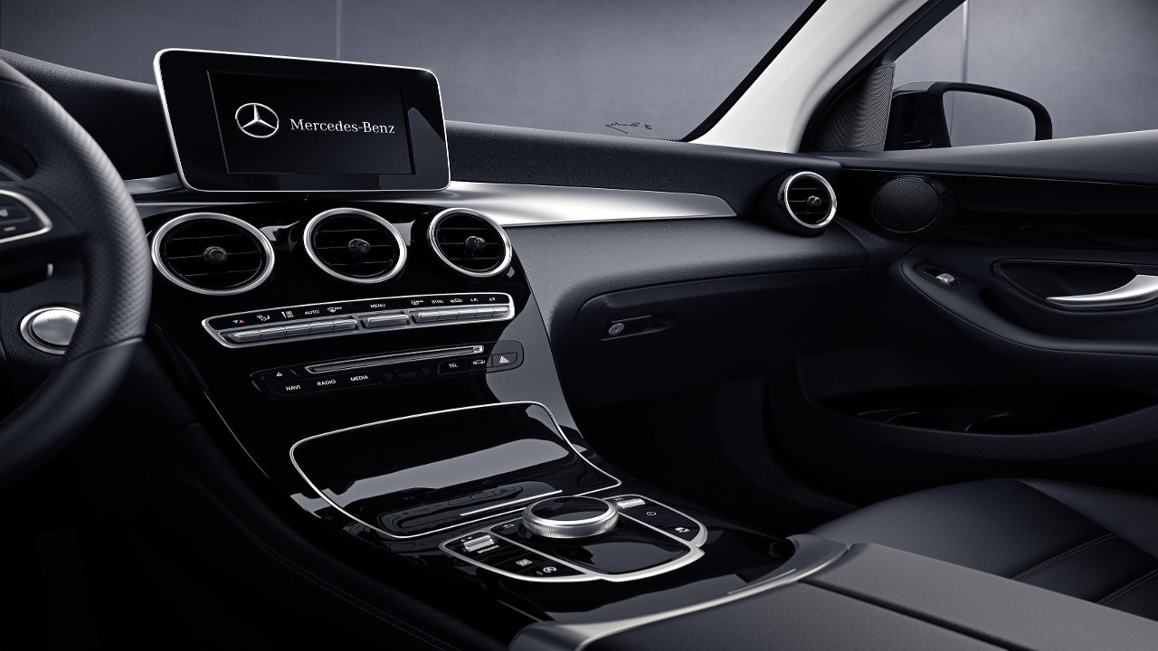 GLC Mercedes-Benz interior 2