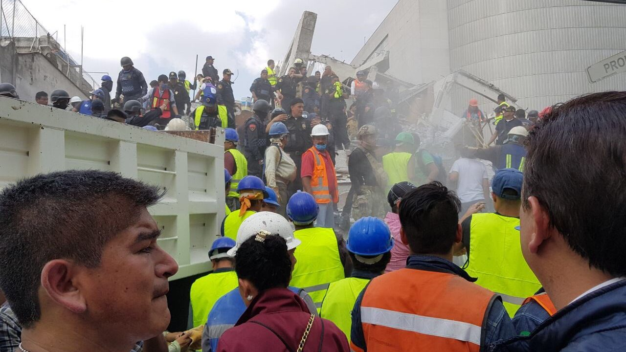 Deja un muerto y 40 heridos desplome en el Tec de Monterrey CDMX