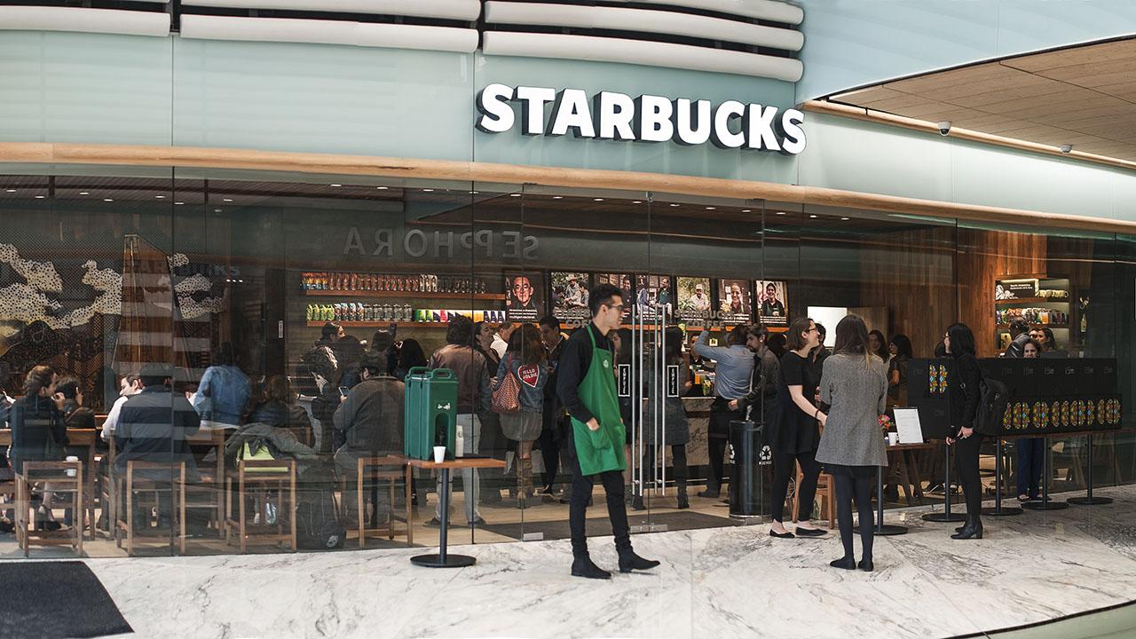 Starbucks celebra sus 15 años en México con la promesa de más empleos