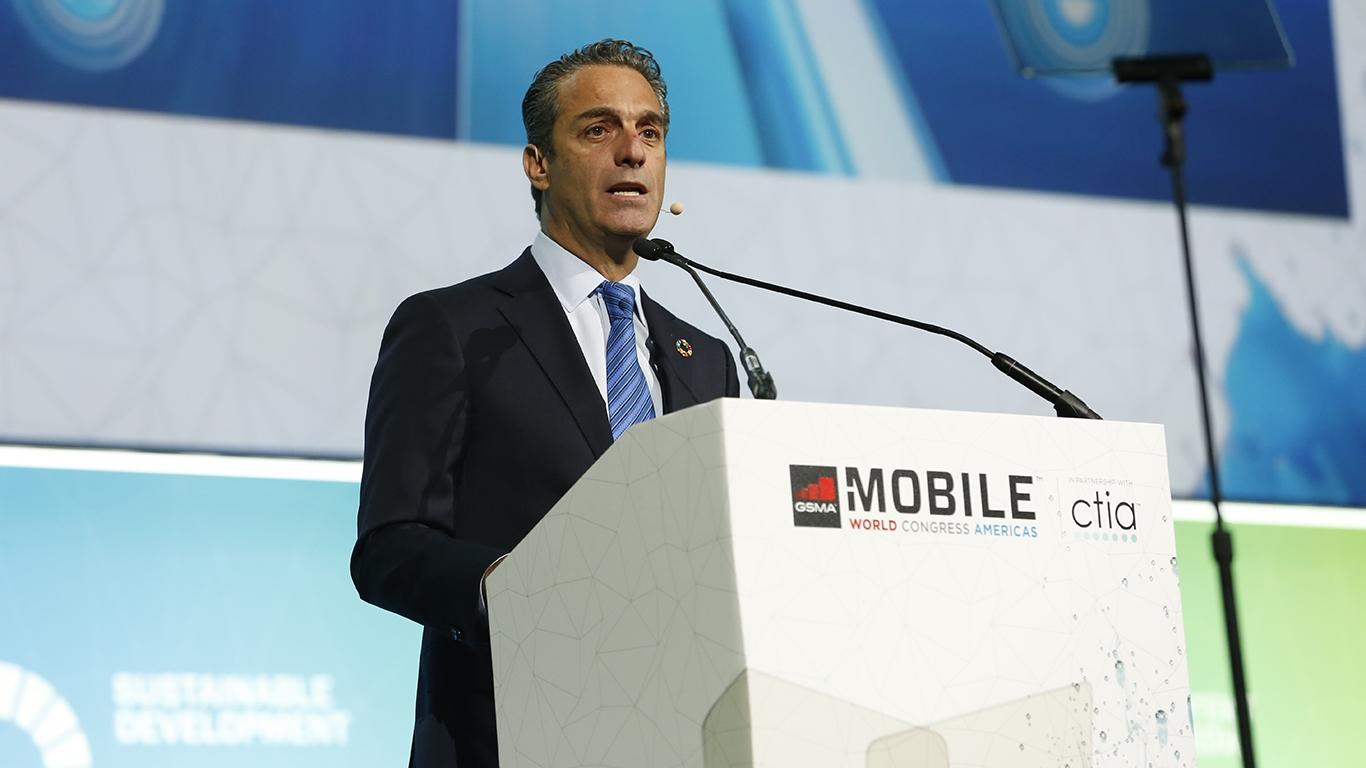 Regulación en telecom no debe frenar desarrollo: Slim Domit