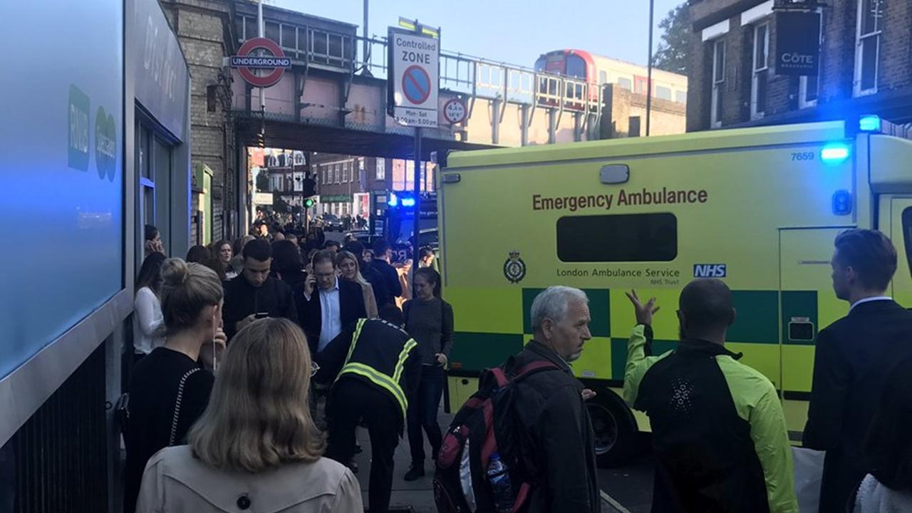 Atentado con bomba casera en metro de Londres deja 22 heridos
