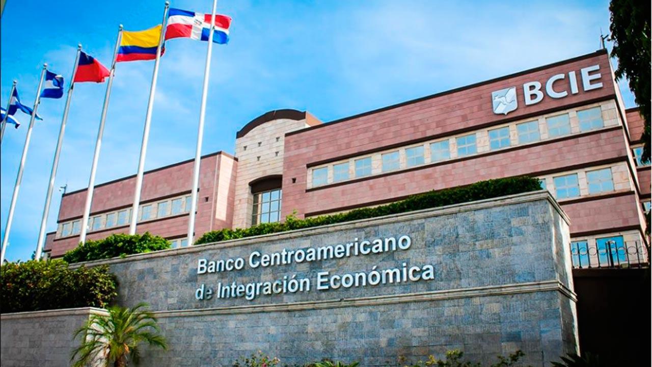 Hermano de expresidente Funes es despedido de su cargo como director del BCIE