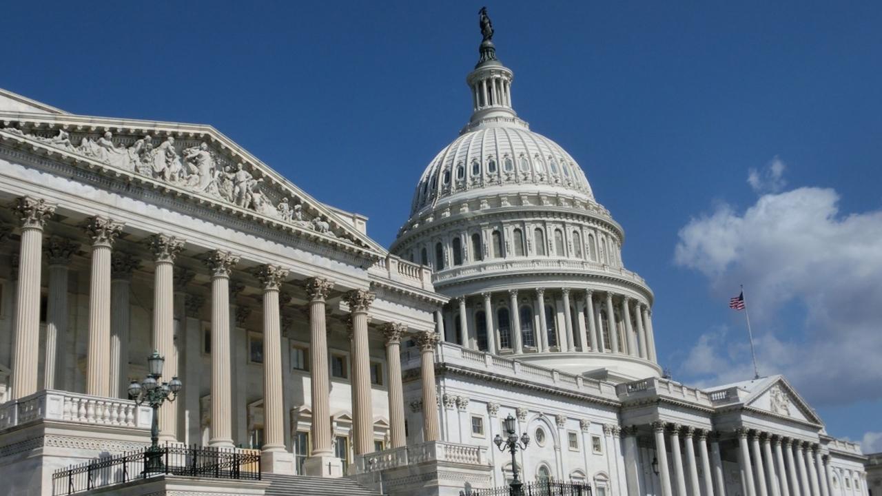 Congreso termina con breve paralización del gobierno de EU