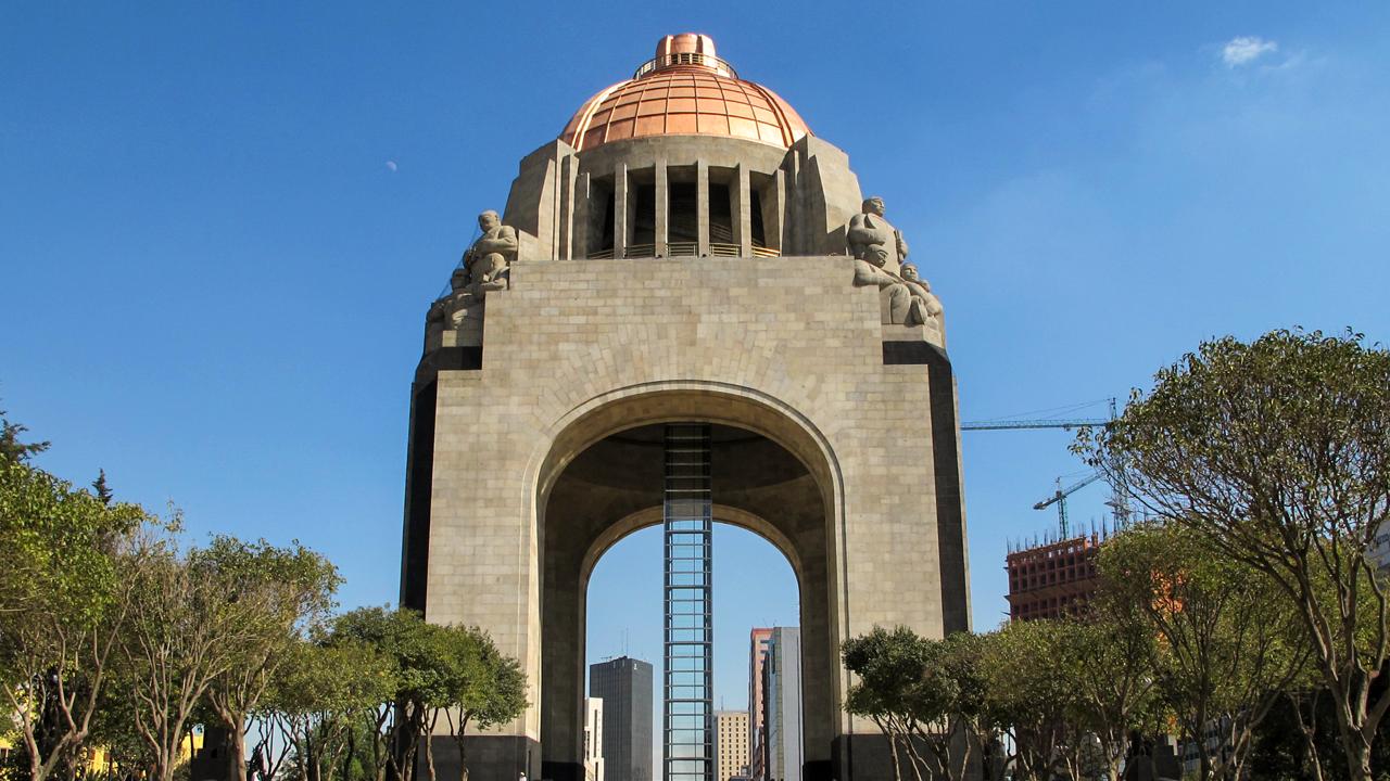 Eva Vale devela el sentido de patriotismo en México Majestuoso