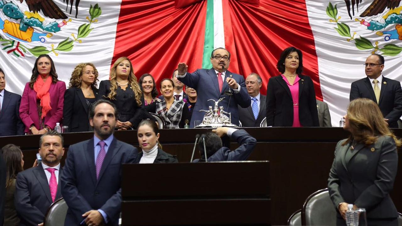 Diputados instalan Mesa Directiva; PRI cede ante oposición