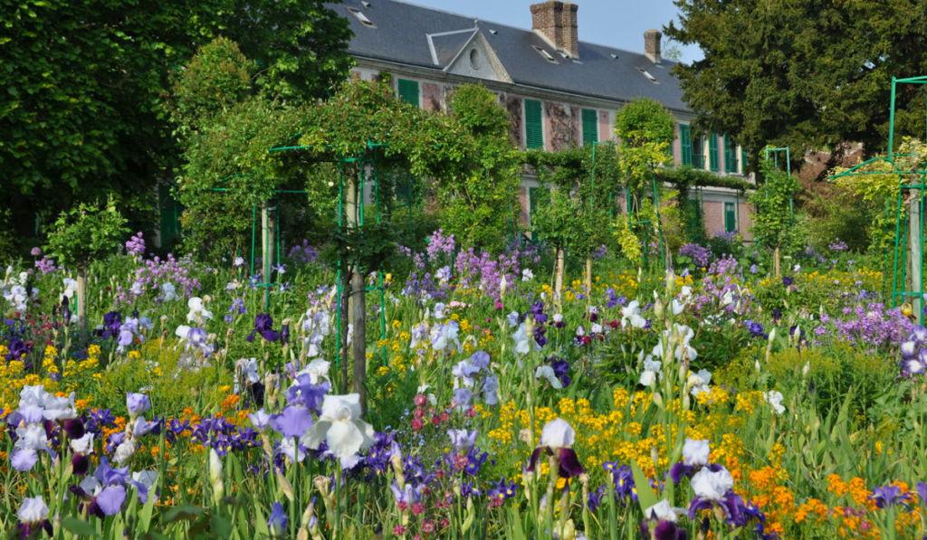 ¿Quién se encarga de mantener con vida los jardines que pintó Monet?