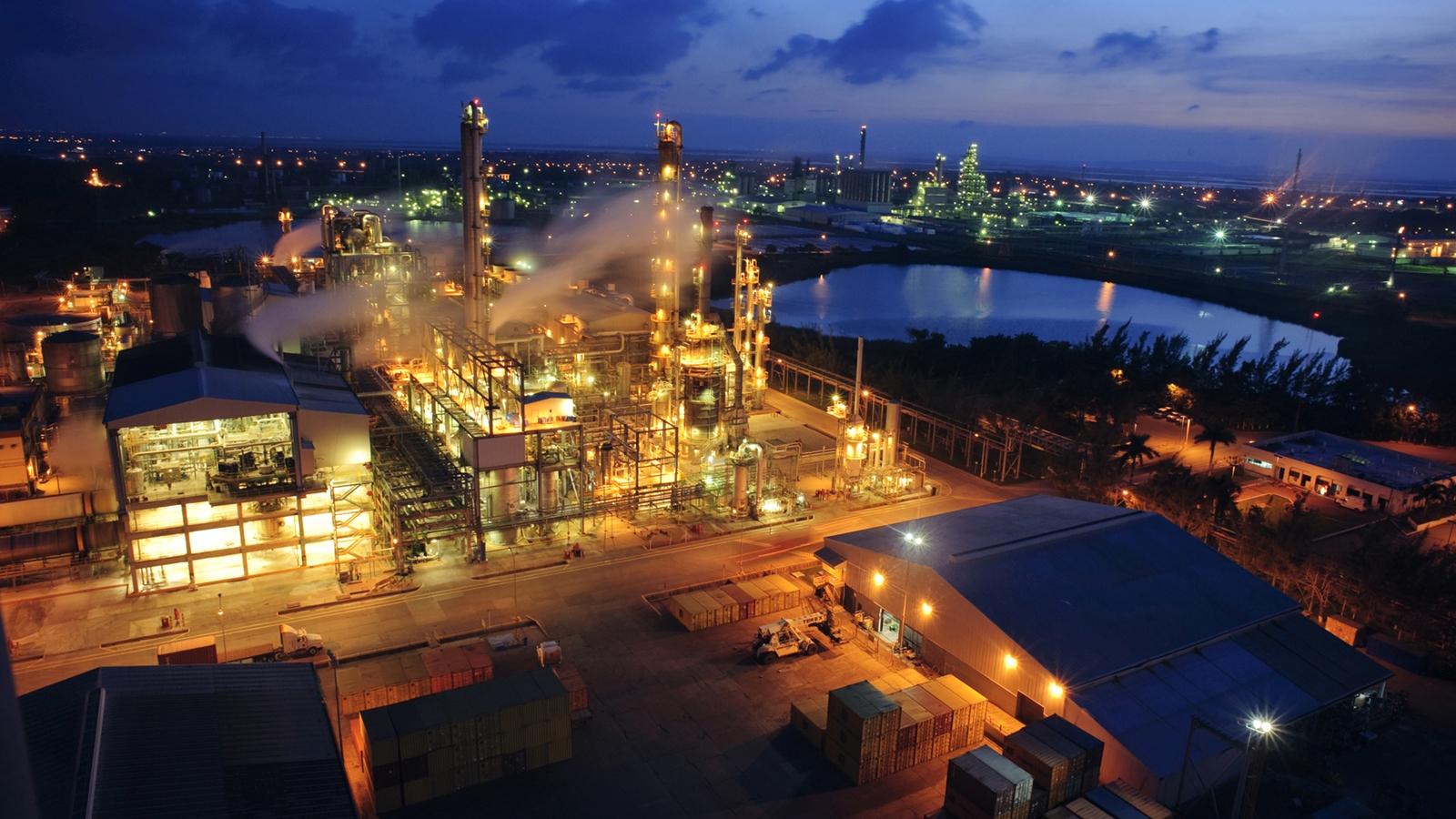 Alpek vende dos plantas de cogeneración de energía por 801 mdd