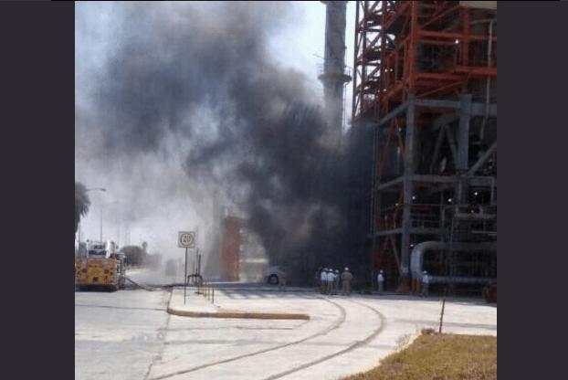 Pemex niega incendio de refinería en Nuevo León