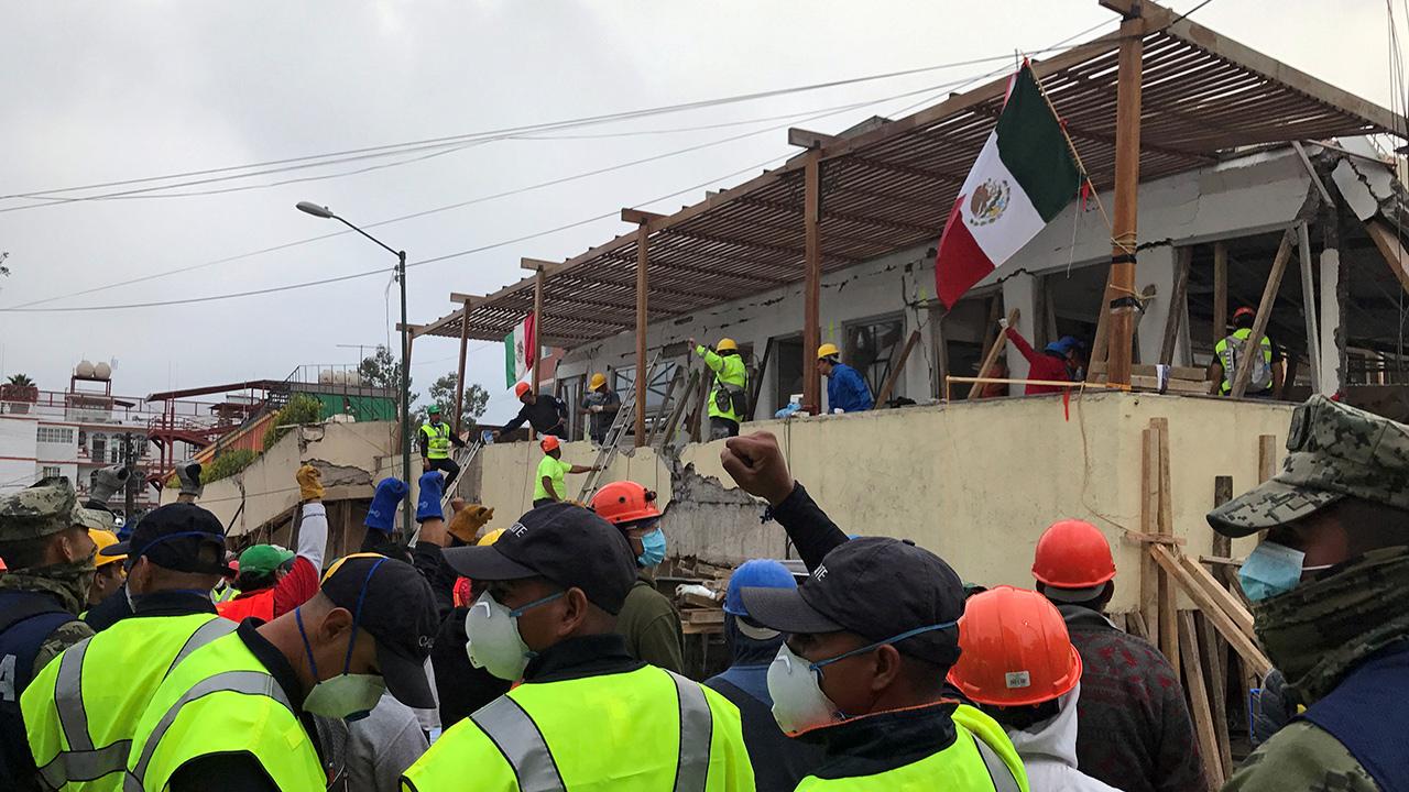 Proceden a la remoción de escombros del Colegio Rébsamen