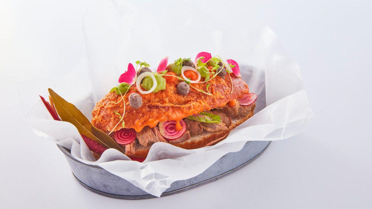 Él es el primer chef mexicano en recibir una estrella Michelin