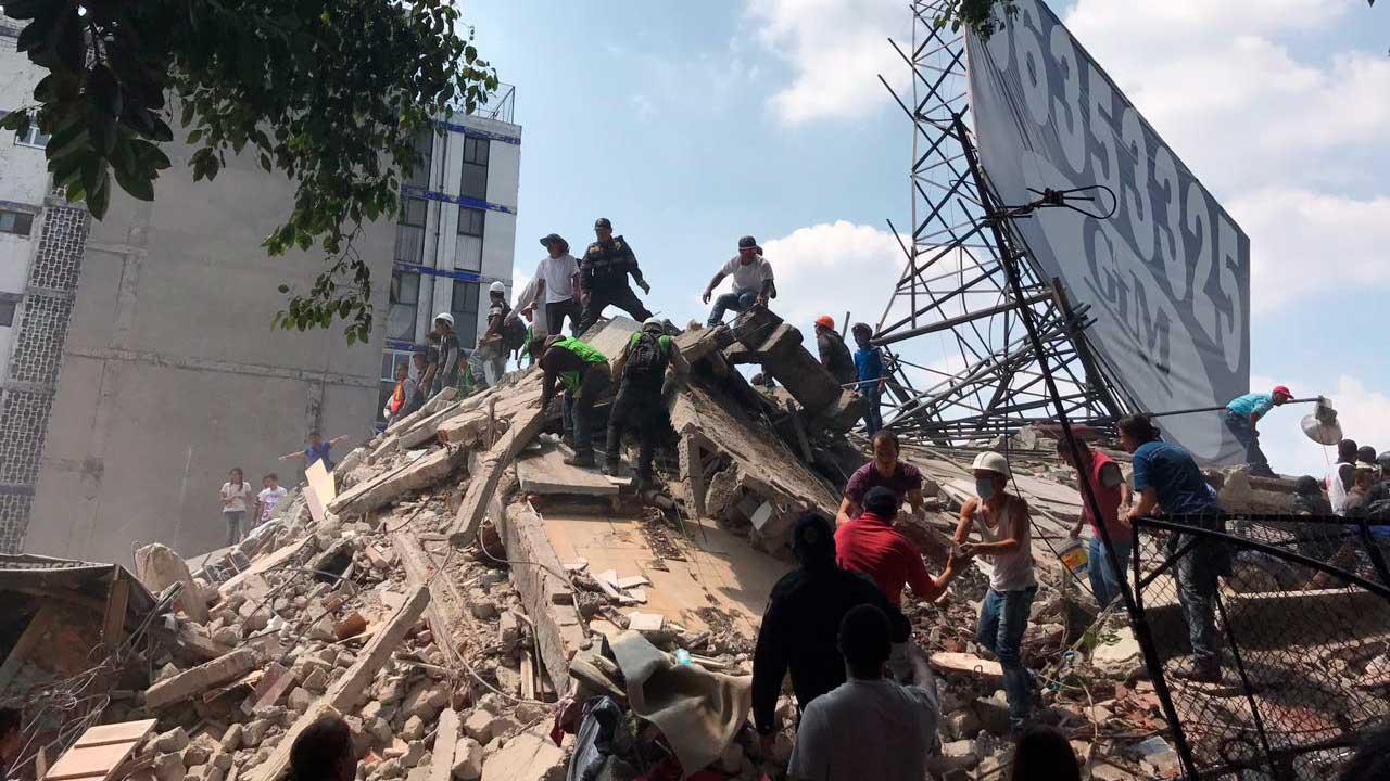 Jefe Vulcano confirma rescate de 195 personas atrapas por temblor