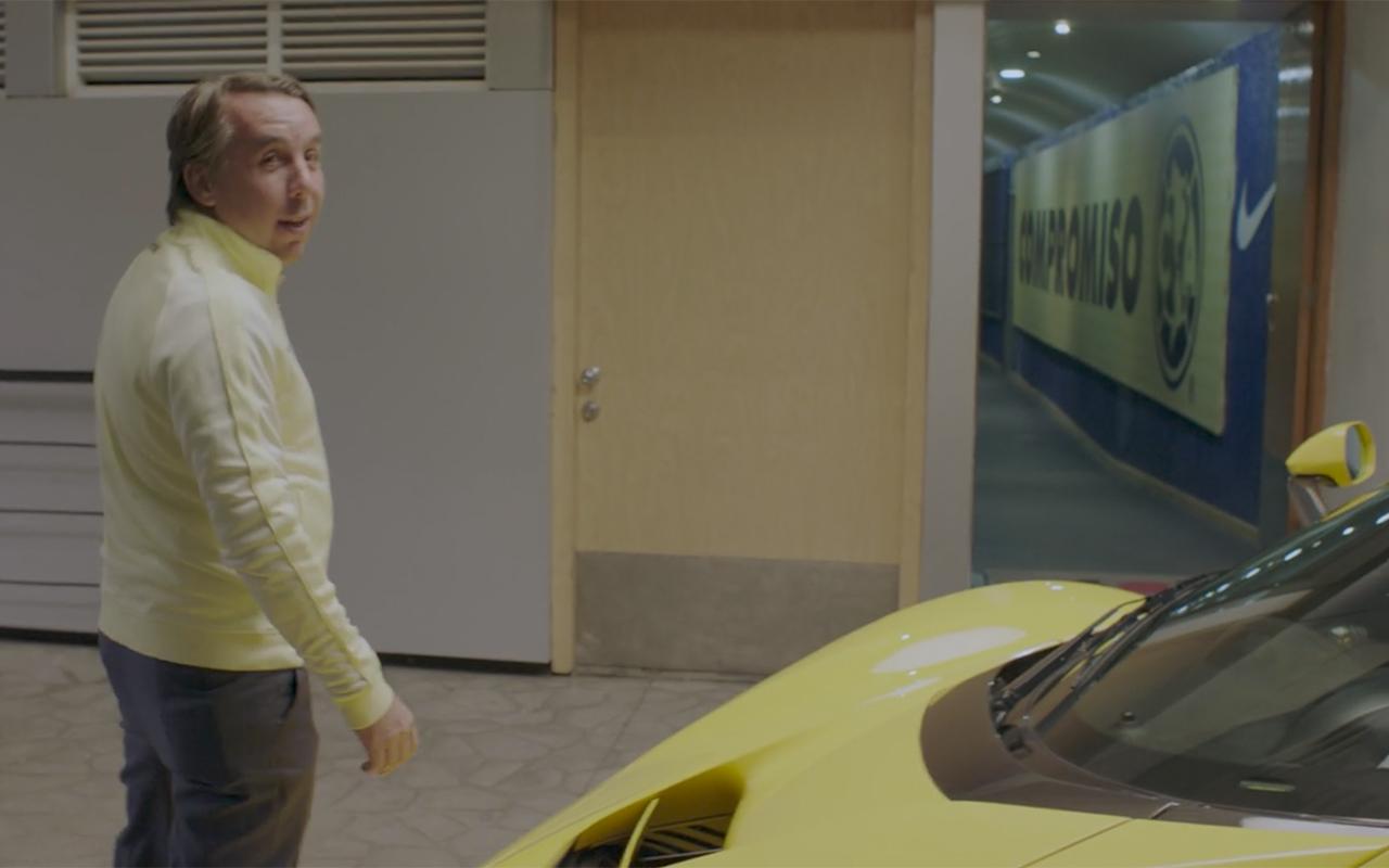 Azcárraga se olvida de la rivalidad y aparece en serie de Netflix