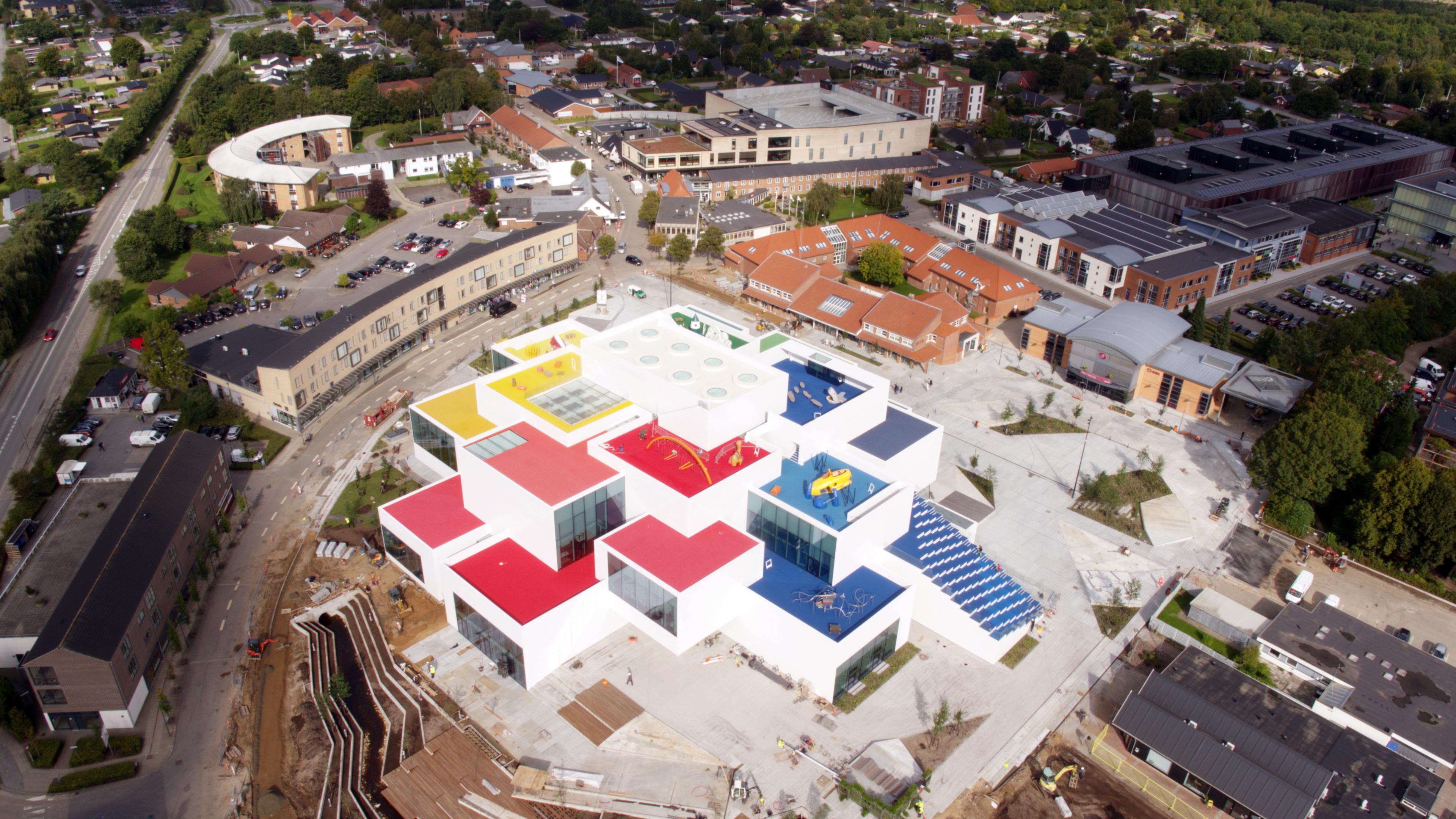 LEGO lo lleva a lo grande: Construye una casa en tamaño real