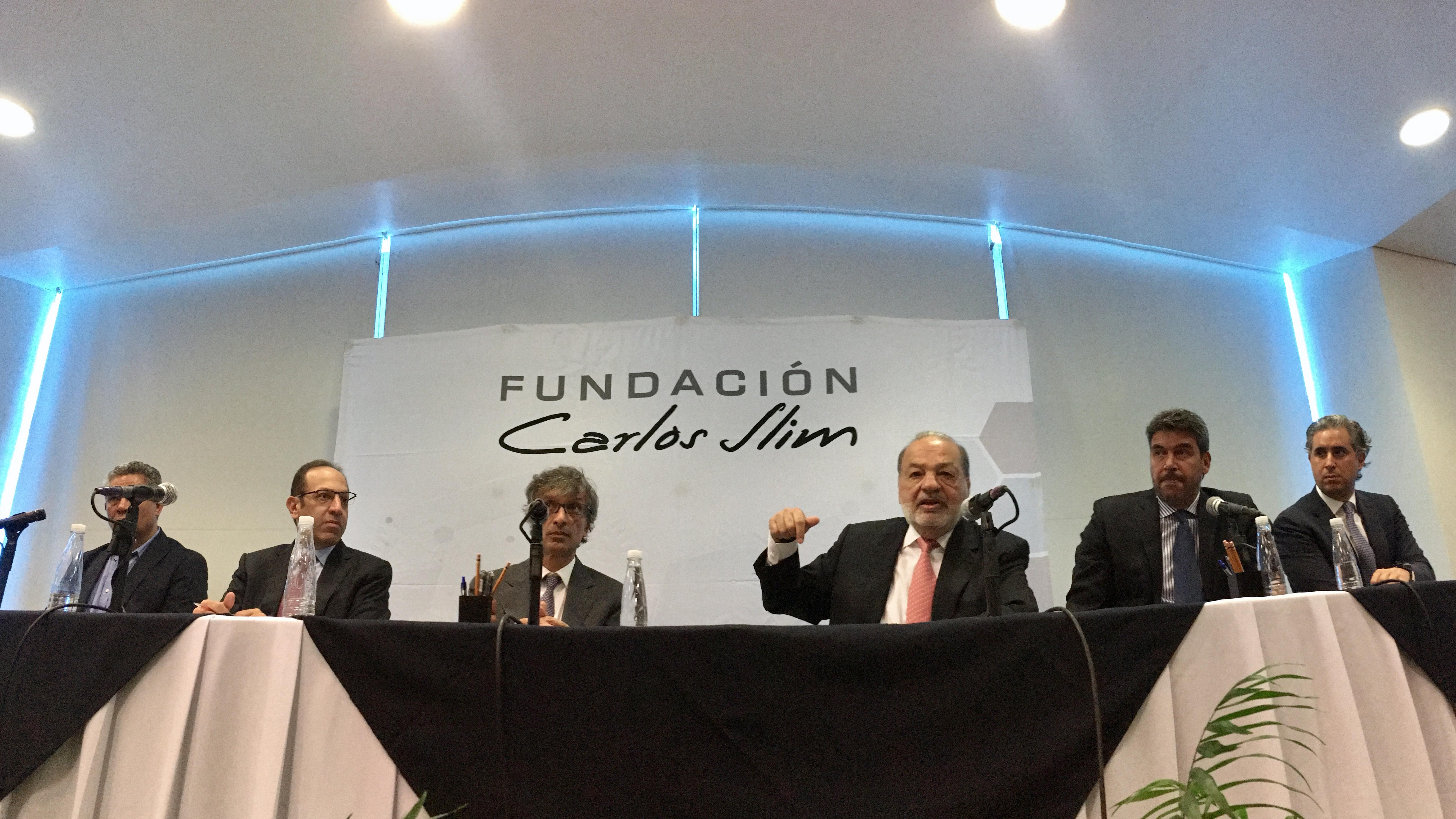 Slim reúne donaciones por 2,373 mdp para ayudar a afectados por sismos