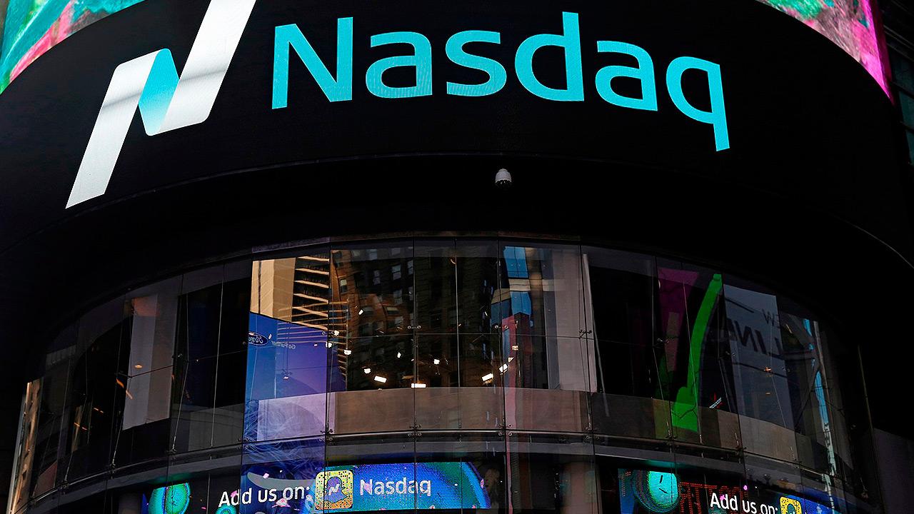 Nasdaq marca récord; Dow Jones cae por temor a guerra comercial