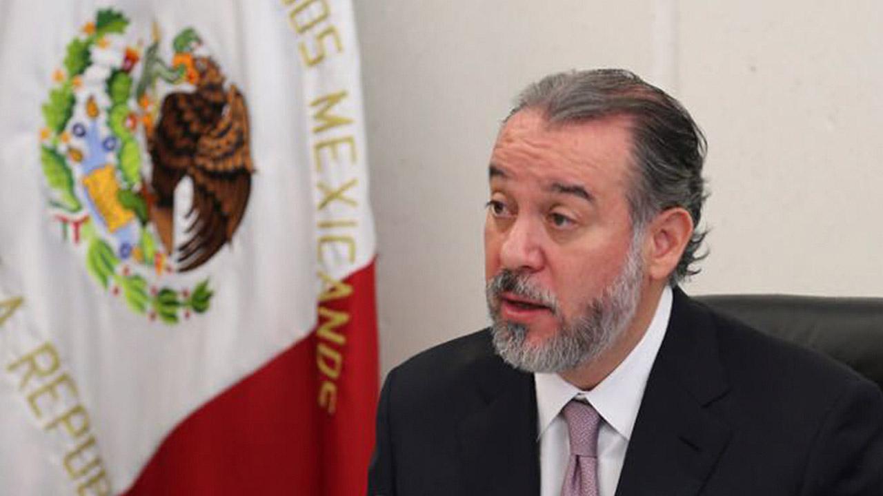 Raúl Cervantes renuncia a la PGR y urge a crear Fiscalía