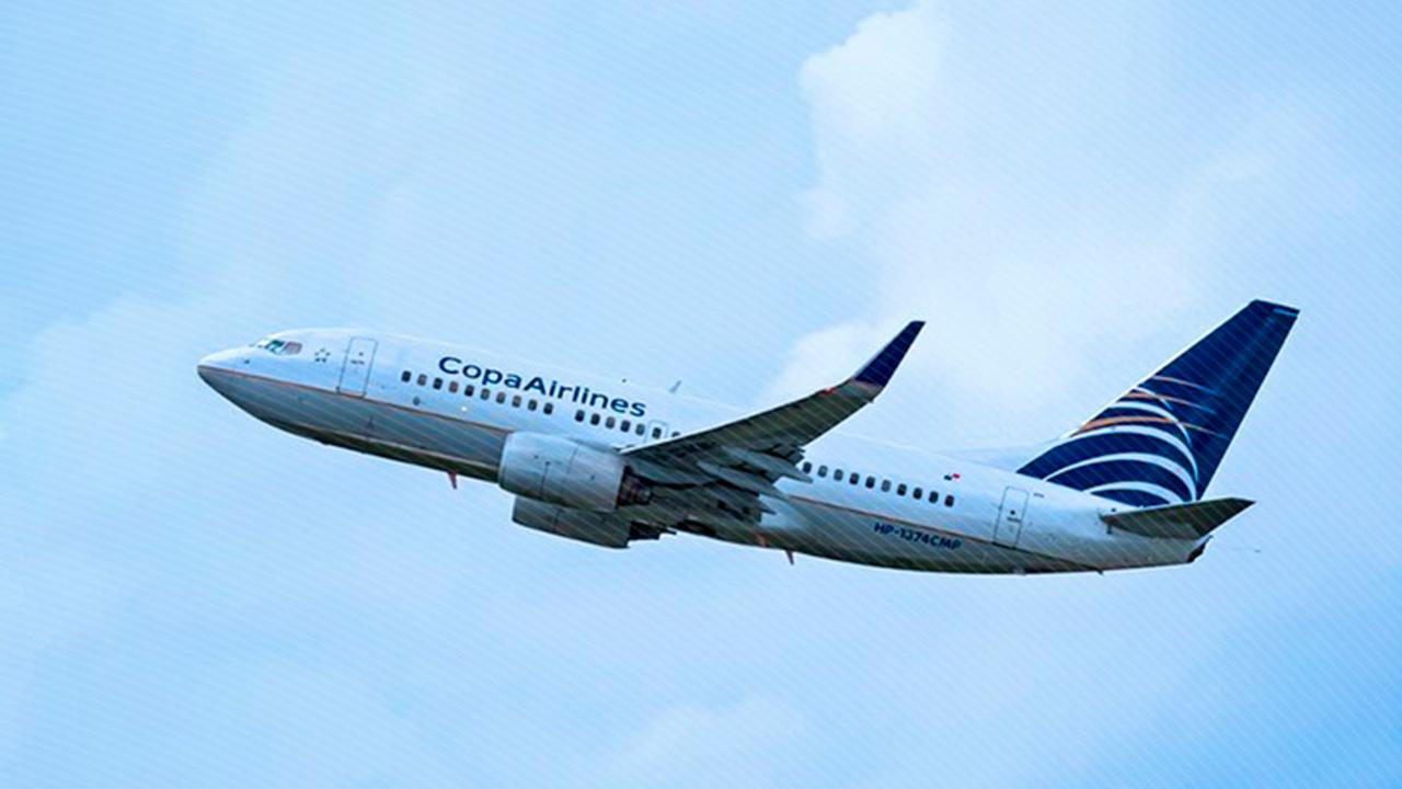 Avión de Copa Airlines aterriza de emergencia en el AICM