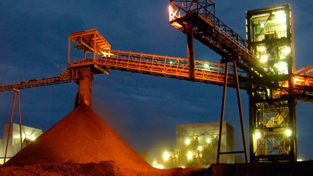 Otra mina se derrumba en Coahuila; rescatistas buscan a dos trabajadores sepultados