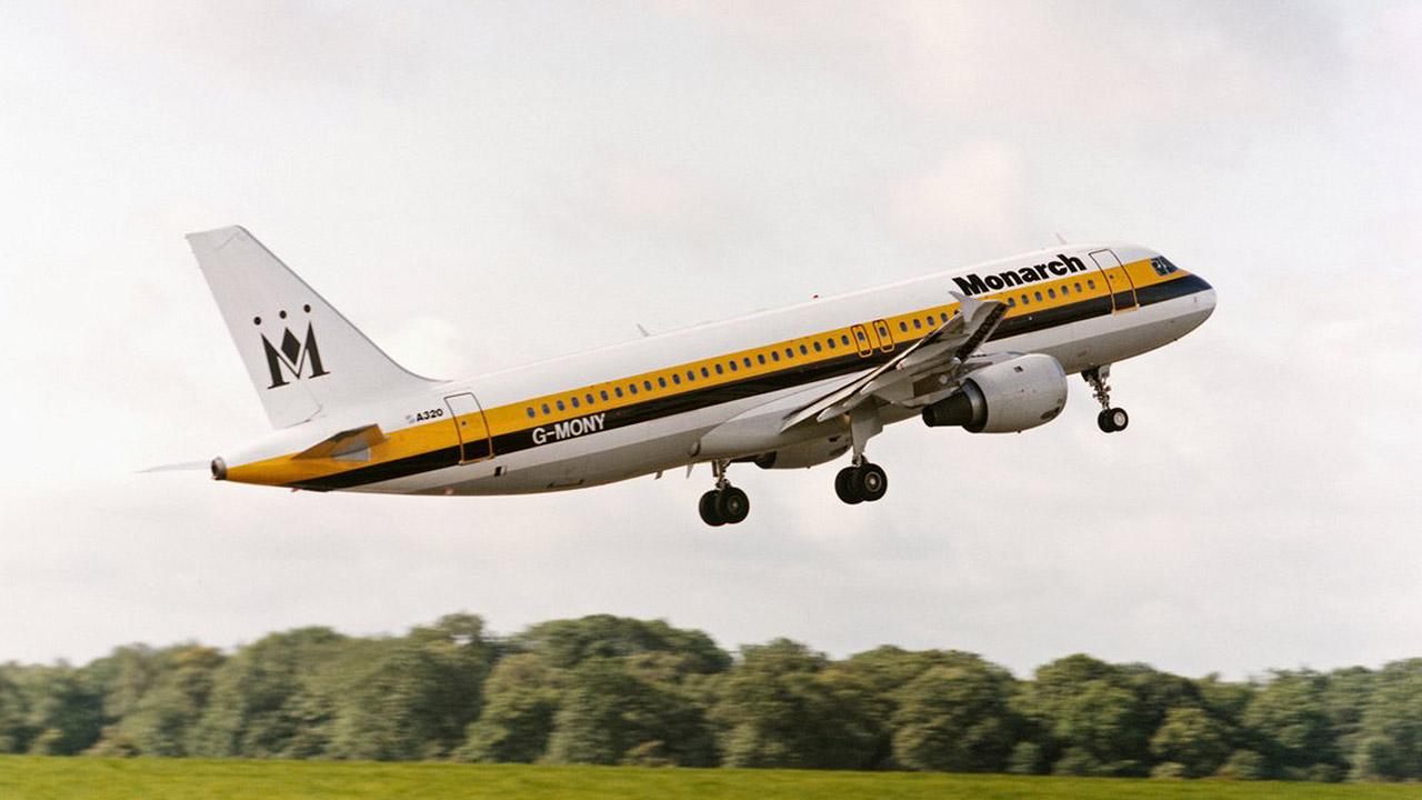Monarch Airlines deja varados a miles de pasajeros tras declarar bancarrota