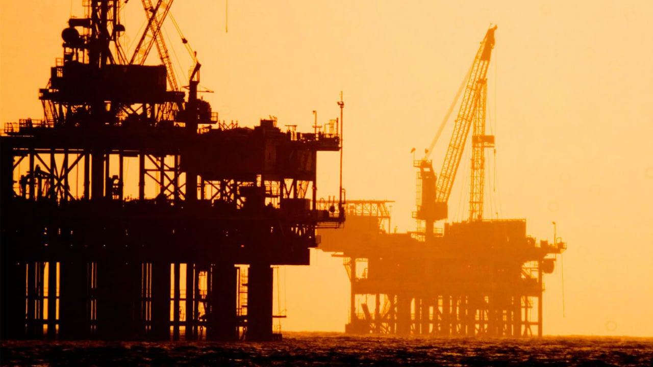 Precios del petróleo consolidan avances por riesgos geopolíticos