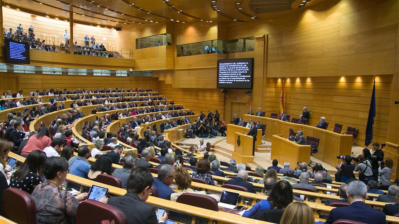 Senado español da luz verde a Rajoy para intervenir Cataluña