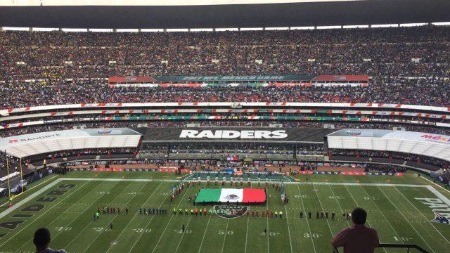 Los Patriots se imponen ante los Raiders en el Estadio Azteca