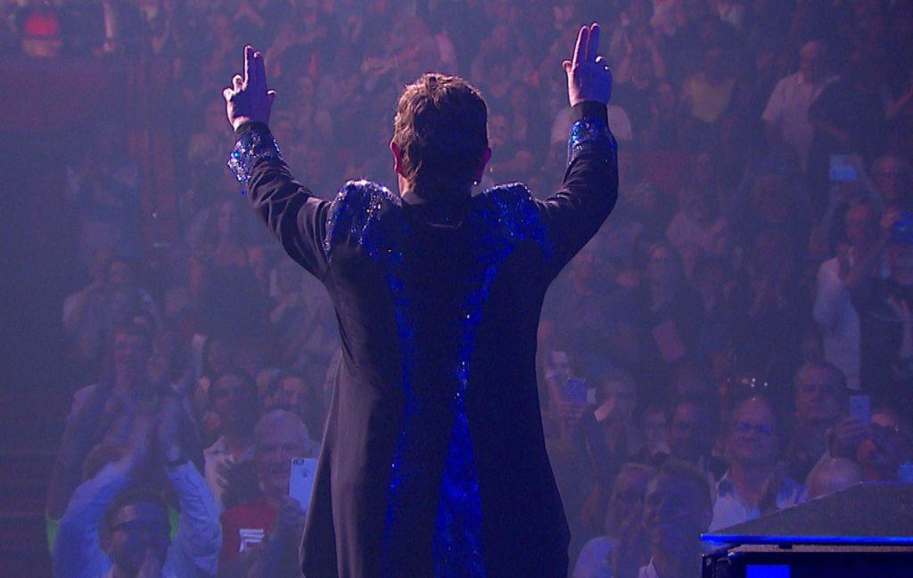 Motivado por el confinamiento, Elton John presenta su más reciente material en compañía de grandes personajes de la escena musical.
