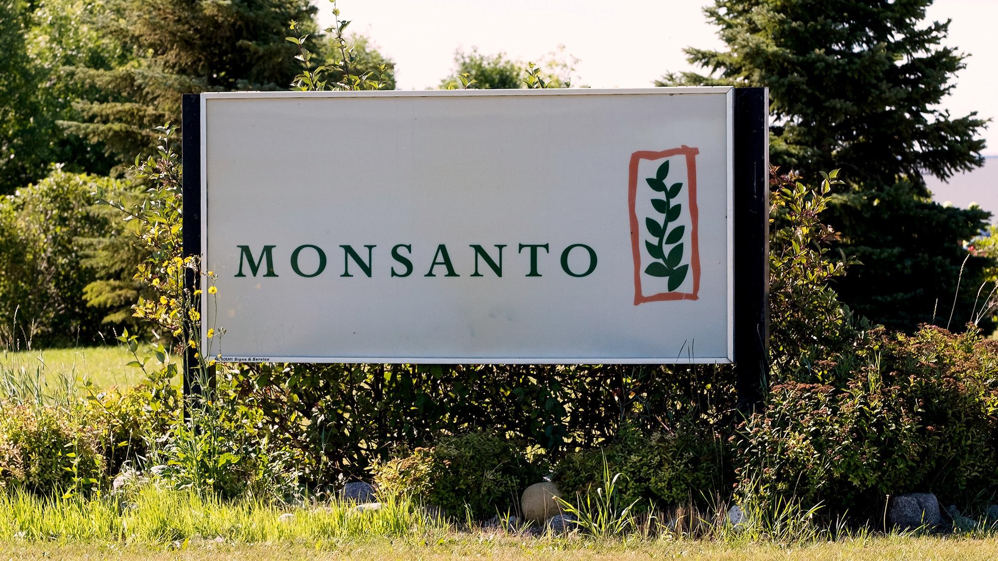 Juez de EU condena a Monsanto por uso de herbicida glifosato