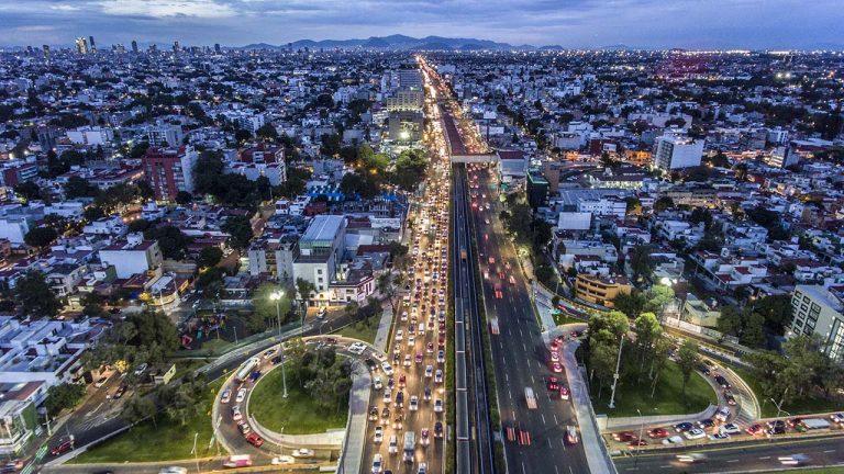 Tráfico vehicular en calzada de Tlalpan y Churubusco. Foto: Fernando Luna Arce / Forbes México