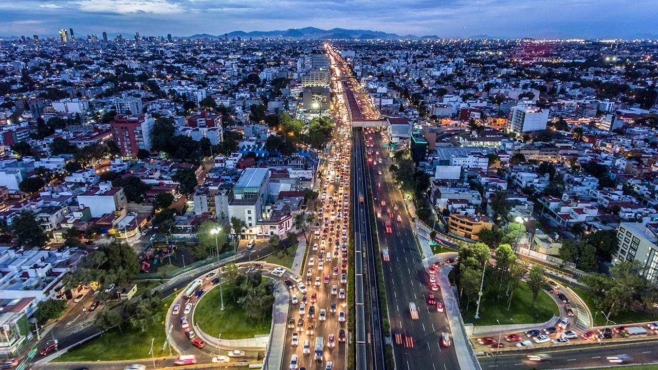 Automovilistas en la CDMX pasan lo relativo a 9 días al año en el tráfico