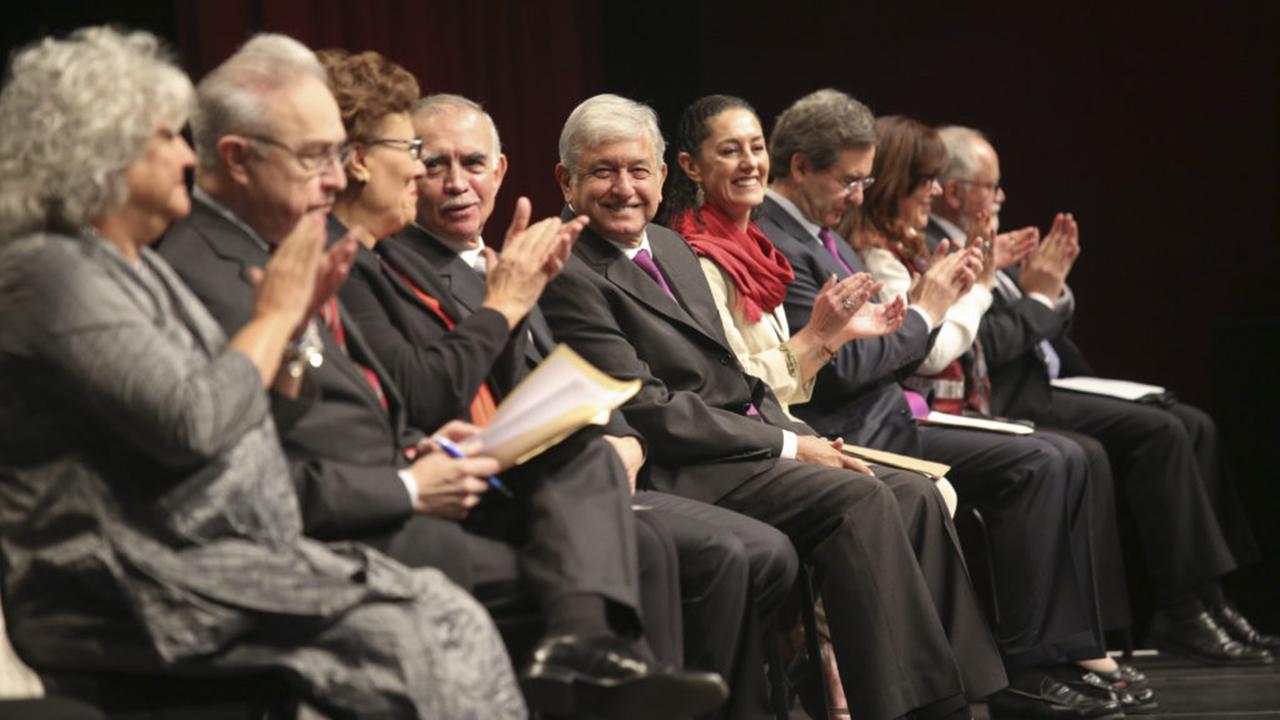 López Obrador propone regulación más severa para bancos