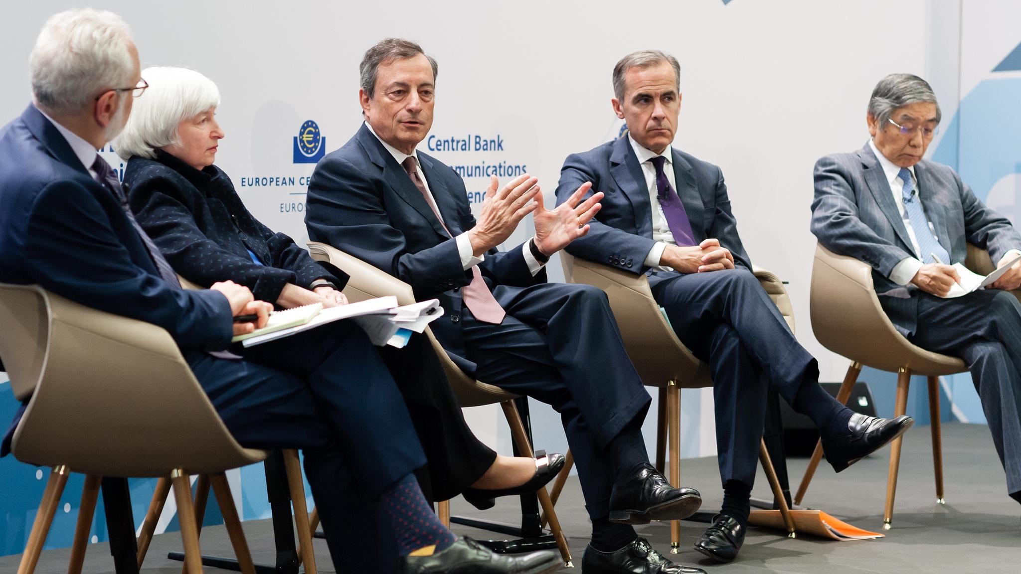 Banqueros centrales buscan olvido de 'dinero fácil'