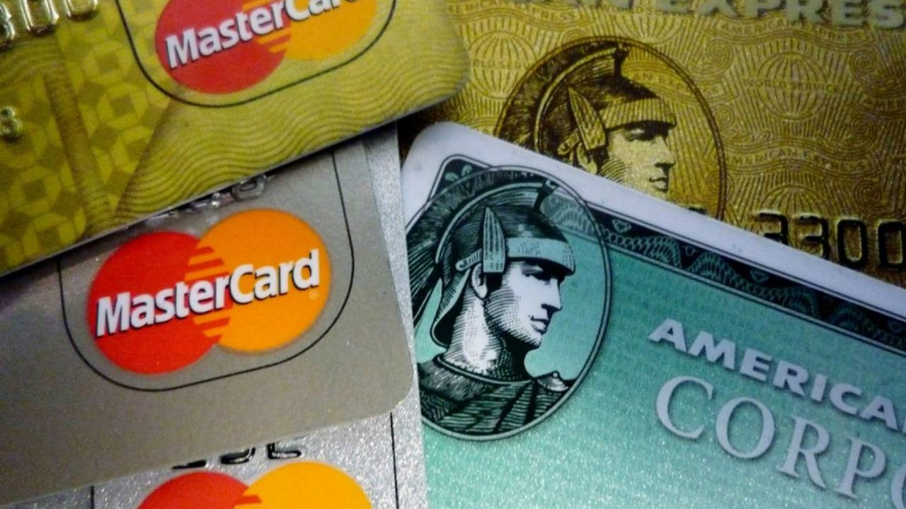 ¿Liquidar las tarjetas de crédito o ahorrar?