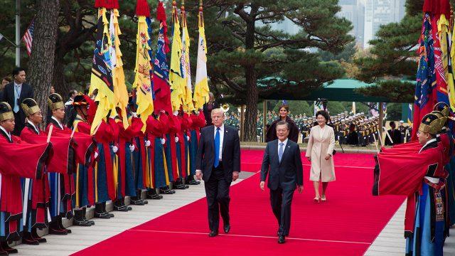 Trump finaliza un viaje a China marcado por la distensión