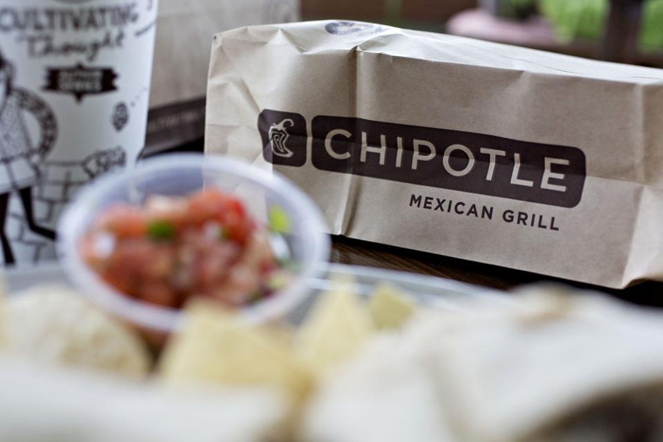 Restaurante Chipotle bajo investigación ante quejas de salubridad