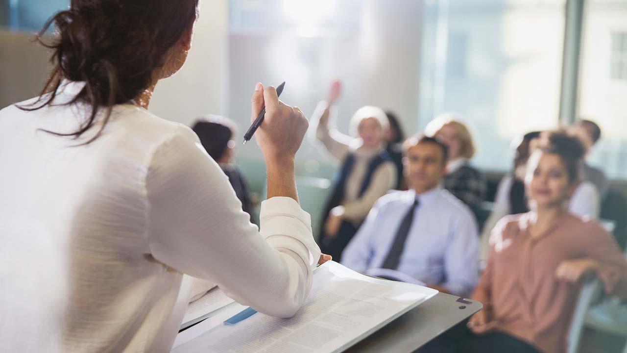 Muy pocas mujeres dirigen grandes empresas en Europa: estudio