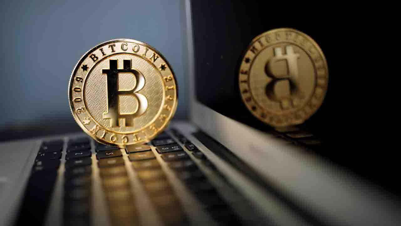 Carstens pide a bancos centrales actuar contra criptomonedas