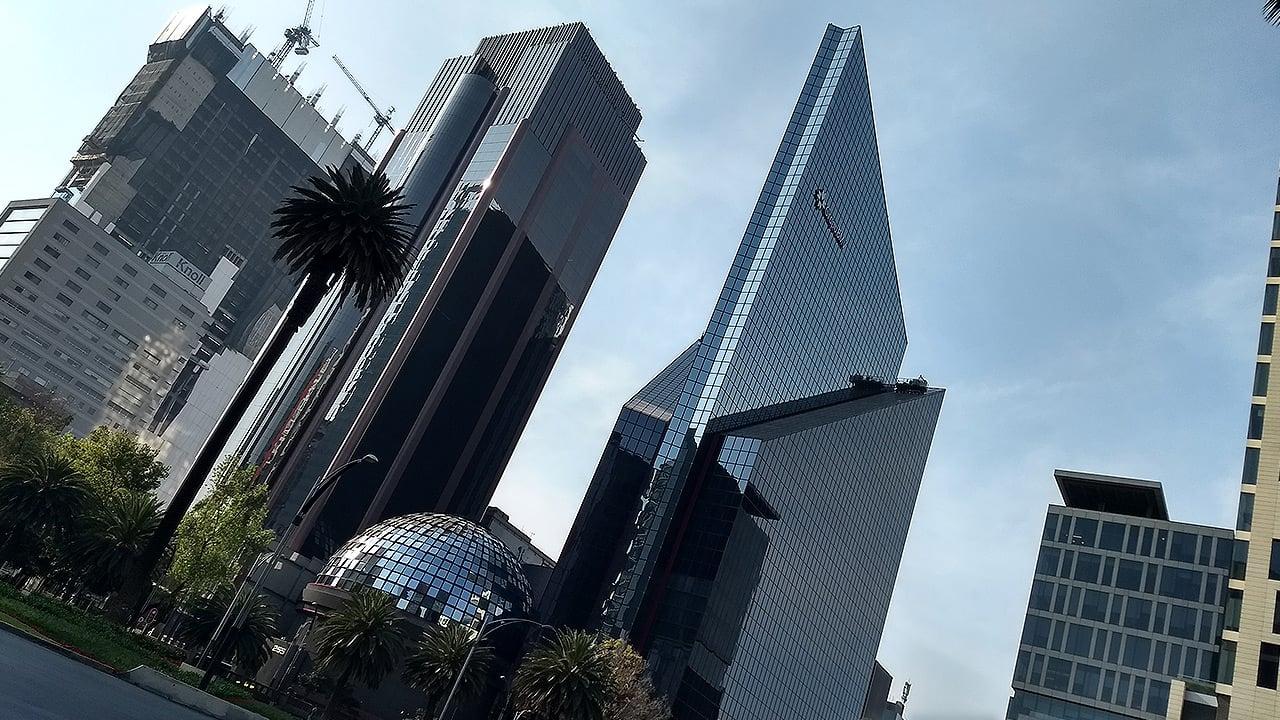 Bolsa mexicana se recupera tras fuerte caída del jueves