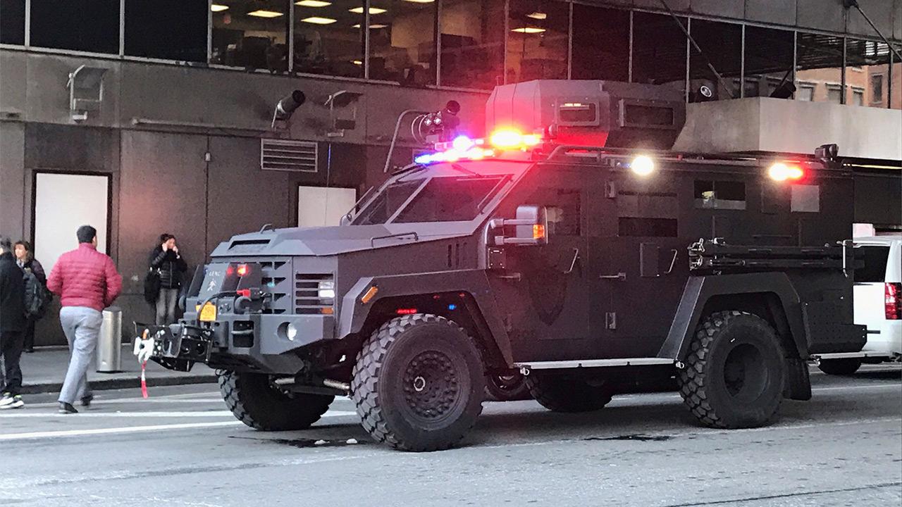 Policía de NY detiene a sospechoso tras explosión en terminal de transporte
