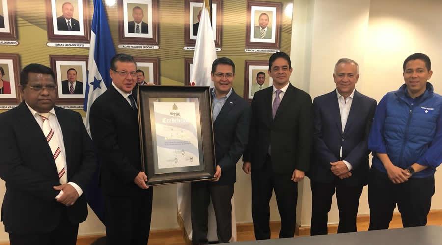 Juan Orlando Hernández recibe credencial como nuevo presidente de Honduras