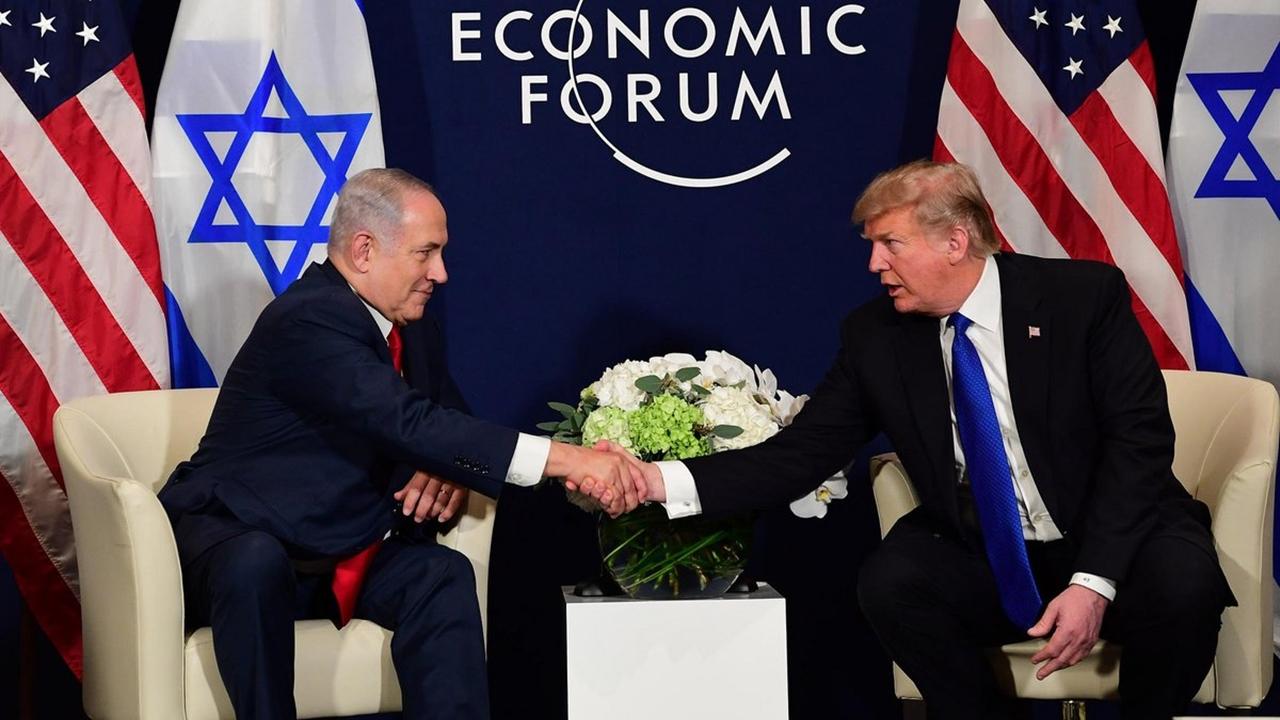 Trump amaga con retirar ayuda a palestinos si no negocian la paz