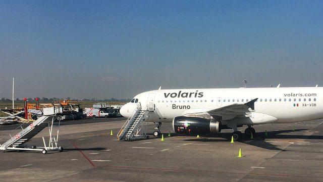 Avión de Volaris en el AI de la CDMX. (Foto: Angélica Escobar/Forbes México).