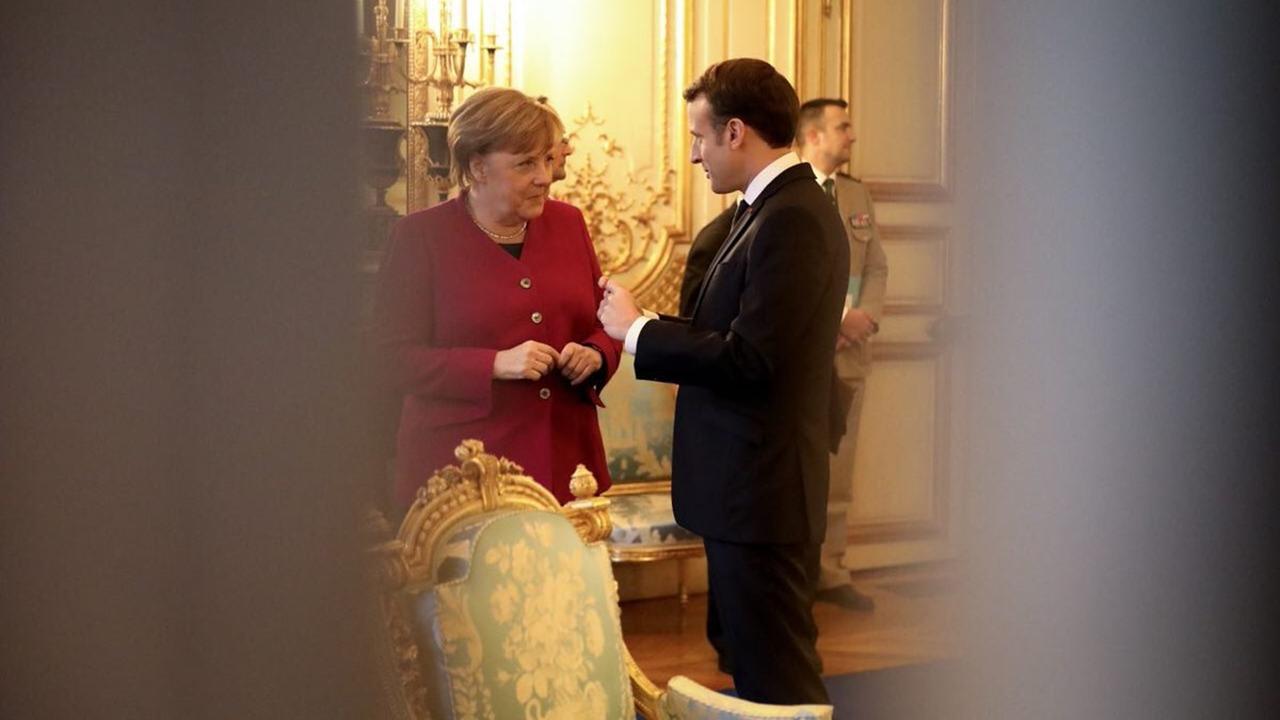 Merkel y Macron discuten propuestas para reformar la zona euro