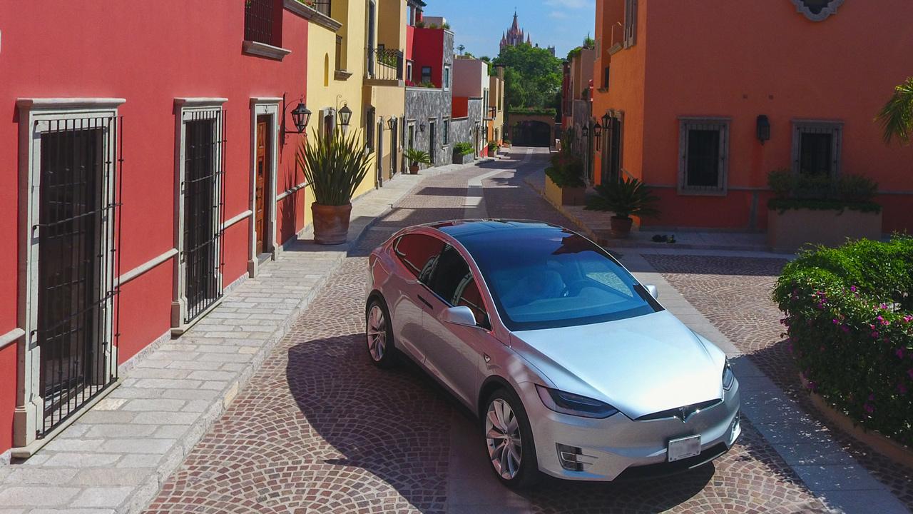 Tesla podría no ser el ganador de la revolución eléctrica de lujo