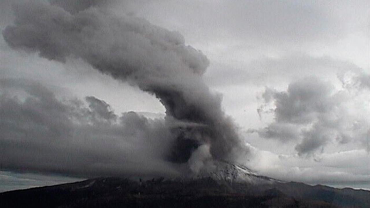 El volcán Popocatépetl registra fuerte explosión