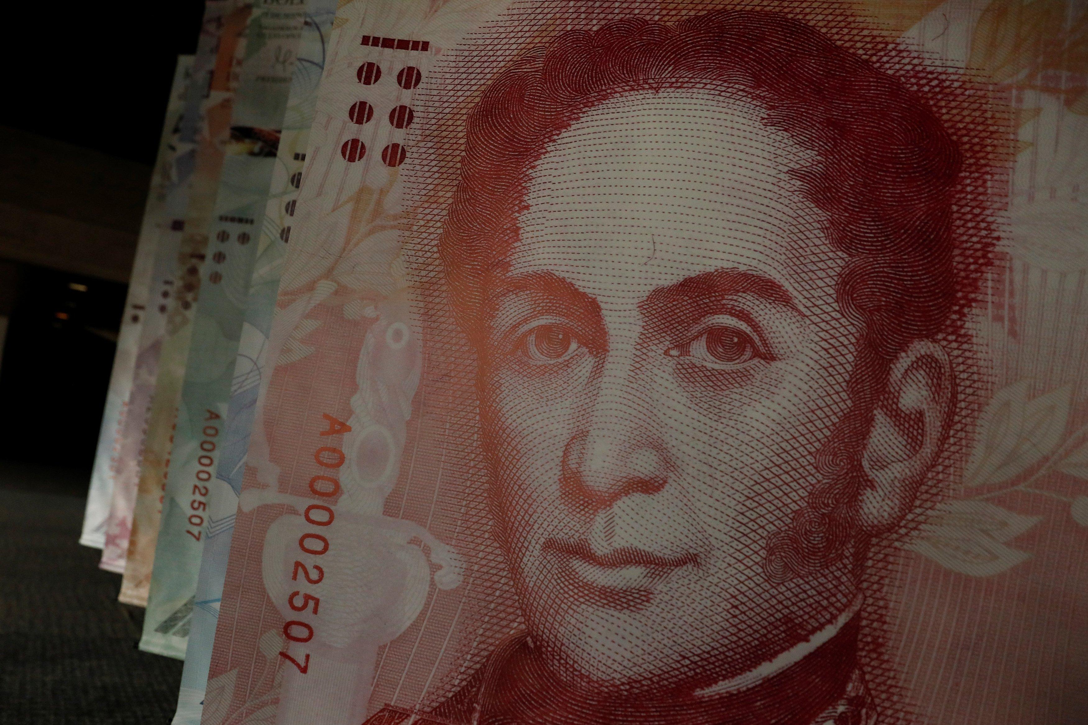 """Maduro califica de """"impecable"""" reestructuración de la deuda"""