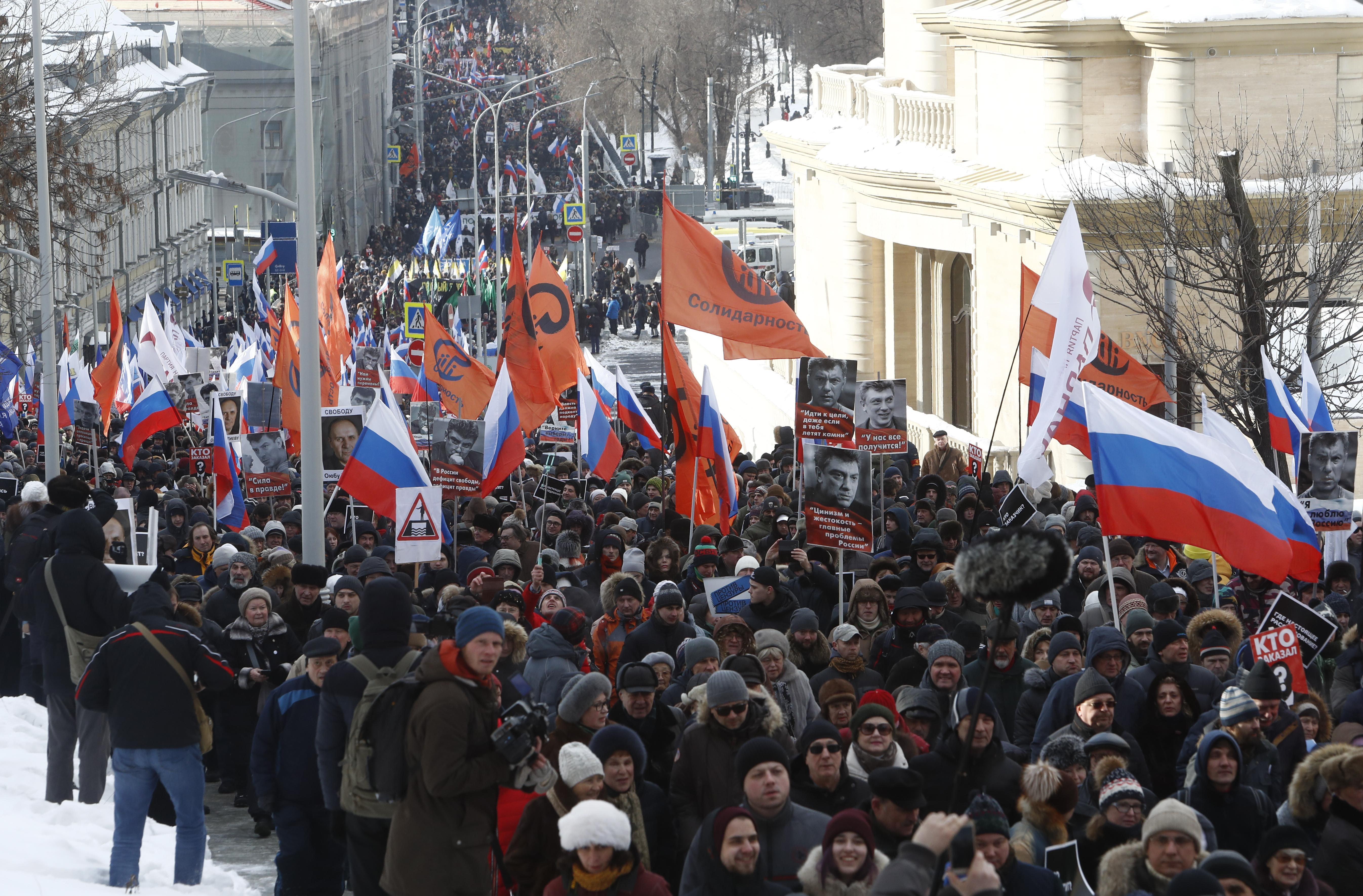 Miles de rusos marchan en Moscú por opositor asesinado