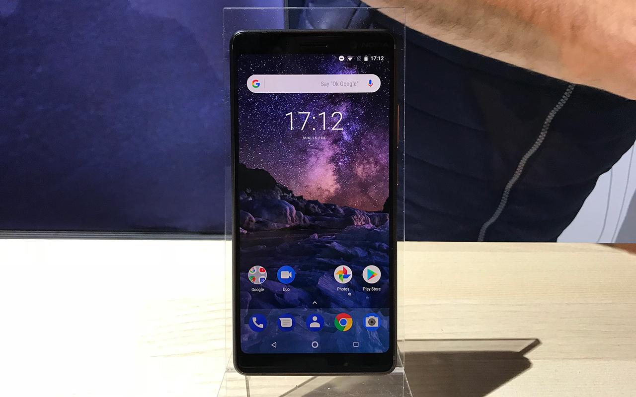 """7pus 1 - Nokia resucita al 8810, el teléfono de """"Matrix"""""""